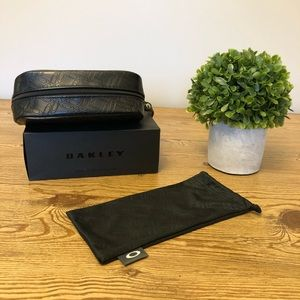 Ladies - Oakley Sunglass Case w/ Microfibre Bag